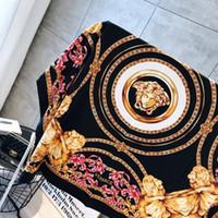 imprimir cor dourada venda por atacado-Atacado-O famoso estilo 100% lenços de seda de mulher e homens cor sólida de ouro preto Pescoço impressão suave moda xale lenço de seda das mulheres quadrado