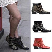 ayak bileği kadın ayak bileği çizmeleri toptan satış-Moda Kadınlar Tasarımcı Ayakkabı Susanna Çizme Çivili Deri Toka Bilek Boots Deri Yuvarlak Burun Kitten Topuklar Ayakkabı Kış Boot Günlük Ayakkabılar