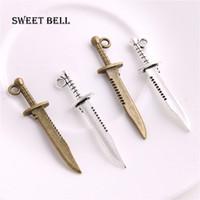 ingrosso pendente in lega di spada-SWEET BELL 200 pz 10 * 43mm mini Coltello Charms Vintage Metallo In Lega di Zinco Armi Sword Pendant Charms D6215