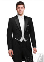 trajes de etiqueta negro esmoquin al por mayor-Nuevo Custom Made Black Tailcoat Peak Lapel Novio Tuxedos Padrinos de boda para hombre Trajes de mejor hombre (chaqueta + pantalón + chaleco + corbata) 1378