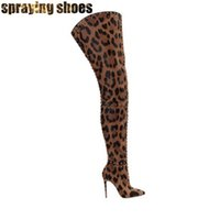 botas hasta la rodilla con estampado de leopardo al por mayor-Impresión atractiva del leopardo de caña alta Botas Mujeres punta estrecha Remaches Botas tachonado ancho Becerro estiletes sobre la rodilla para la mujer