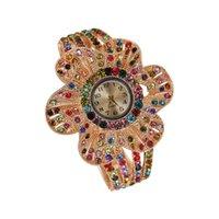 relógio de quartzo flor das senhoras venda por atacado-Nova Moda Hot Big Flor Feminina Pulseira Relógio Personalidade Strass Ladies Watch Quartz