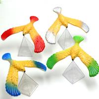 büyülü kartal toptan satış-İnanılmaz Dengeleme Kartal Piramit Standı Ile Sihirli Kuş Masası Eğlenceli Komik Çocuklar Için Komik Araçlar Yenilik Ilginç Oyuncaklar Doğum Günü Hediye