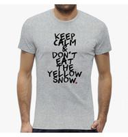 gelbe schneehose großhandel-T-SHIRT UOMO WORDS LUSTIGE IRONIC BEHALTEN SIE RUHE E ESSEN SIE NICHT DEN GELBEN SCHNEE SEIEN SIE DIFFERE Fanhosen-T-Shirt