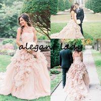 blush vestido de noiva sem alças venda por atacado-Strapless blush rosa vestido de baile vestidos de organza saia plissado hierárquico país ao ar livre plus size nupcial da praia do vestido de casamento