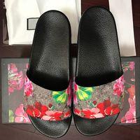 sandale grande taille achat en gros de-Chaussures de designer pour hommes Toboggans en caoutchouc Sandales Blooms Rouge Chaussures pour femmes Plage Stripe Tongs Pantoufles Boîte à fleurs Duty Bag Big Size
