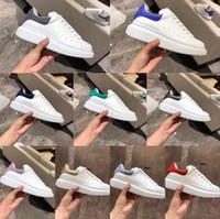 garota de couro venda por atacado-Top Alexander Mcqueens Sneakers Diseñador Mujer Zapatos 3M Zapatos ocasionales reflectantes de cuero blanco Zapatillas cómodas