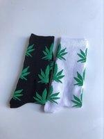 harajuku yüksek çoraplar toptan satış-Bitki Kaykay Çorap siyah ve beyaz Harajuku Pamuk Kaykay Kalça Hop High Street Spor Moda Midtop Çorap bırakır