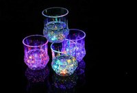 vasos de chupito de plástico al por mayor-Colorida de la taza Shot Led intermitente llevado plástico luminoso de neón fiesta de cumpleaños de la Copa barra de la noche de bodas Bebidas Light-up de vino Vidrios de cerveza