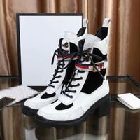 nakışlı çizmeler toptan satış-Tasarımcı kadın Ayakkabı Moda İngiliz Çizmeler Yuvarlak Ayak Martin Çizmeler Toka Askı Tıknaz Topuk Yuvarlak Toes Moda Işlemeli Ayak Bileği xx190419