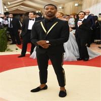 damat takım elbise tasarımları toptan satış-Altın Dekore Yaka 2018Cool Siyah Erkek Damat Smokin Düğün Parti Yemeği Suits Blazer Popüler Tasarım (Ceket + Pantolon + Kravat)