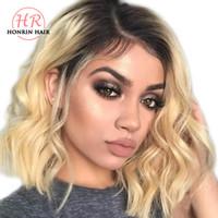 парик человеческих волос светлой волны оптовых-Honrin Hair Ombre Blonde Color T1b / 613 Natural Wave Full Lace Wig Короткие Волнистые Бразильские Девственные Человеческие Волосы Предварительно Сорванный Кружевной Парик