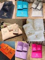 tecidos bordados de luxo venda por atacado-Toalhas de banho de luxo designer marca bordado quadrado toalha de praia toalha de banho e 3 peça 1 conjunto de tecido de algodão macio e confortável novo arriv