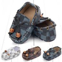 mocassins pour enfants achat en gros de-Chaussures enfants Nouveau-né bébé garçon chaussures chaussons bébé concepteur chaussons chaussures de création pour bébés Mocassins Soft First Walker Infant chaussure A2460