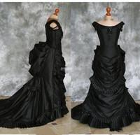 victoria tafta elbisesi toptan satış-Gerçek resim Siyah Gotik Gelinlik Kapalı Omuz Ruffles Kristaller Tafta Şapel Tren Kostüm Dantel Victoria quinceanera Custom Made