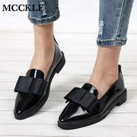 zapatos de calzado elegante al por mayor-MCCKLE Spring Flats Zapatos de mujer Bowtie Mocasines de charol elegante tacones bajos Resbalón en el calzado femenino dedo del pie acentuado talón grueso