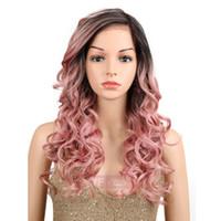 perfekte lange haare großhandel-Synthetische lockige wellenförmige Perücke gold rosa perfekte lange Haare Perücken Hochtemperaturfaser Perücke Cosplay Perücke für schwarze Frauen