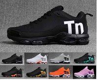 calzado casual en color gris para hombre. al por mayor-mercurial TN hombre del diseñador zapatos corrientes de 2020 hombres de las mujeres ocasionales formadores de invierno Negro Blanco zapatillas de deporte de color gris rosa naranja Zapatos deportivos 36-46
