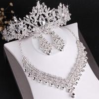 corona tiara collar pendiente conjunto al por mayor-El más vendido de gama alta de la novia pendientes de collar de corona de boda conjunto de tres piezas de cristal blanco hecho a mano artesanía fina envío gratis