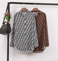 blusas estilo europeo al por mayor-Primavera, Europa y América, estilo Mujeres, letras dobles, blusas de manga larga impresas, Moda sexy, camisas sueltas irregulares, Tops femeninas