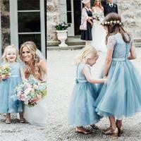 festa de jardim vestido de apliques de flores venda por atacado-Vestidos de azul empoeirado Tule meninas vestidos Jewel Lace apliques de manga curta tornozelo comprimento Country Garden Wedding Party Boho Meninas
