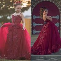 uzun ufak tefek elbiseler toptan satış-Yay Bordo Dantel Kızlar Pageant elbise Düğün İçin Spagetti Sapanlar Kristal Genç Kız Uzun Örgün Elbise Çocuk Balo Communion Abiye