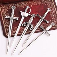 colgante de espada de aleación al por mayor-SWEET BELL 100PC Antique Silver Zinc Alloy Knight Sword Sword Charms para la joyería que hace DIY armas hechas a mano colgante Charms D6362