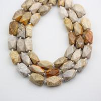 natürliche korallen perlen locker großhandel-Natürliche Coral Jades Nugget Perlen Strang, polierte facettierte Brocken lose Schmuck Charms Erkenntnisse