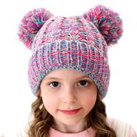 tricotado bebê chapéu bolas venda por atacado-Crianças Gorro de Inverno Chapéus Crianças Chapéu de Malha Com Bola De Pêlo Duplo Bebê Crochet Pompom Caps Cap Quente Ao Ar Livre GGA2627