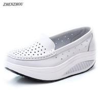8ea39e075 Zapatos de vestir de diseñador ZHENZHOU Bombas Mujer Zapato Verano cuero  genuino recorte columpio respirable cuñas de enfermera blanco aumentar madre