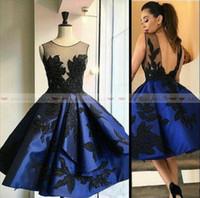 mavi parti elbisesi juniors toptan satış-Zarif 2019 Kraliyet Mavi Kısa Mezuniyet Elbiseleri Sheer Jewel Boyun Aplikler Seksi Backless Balo Elbise Genç Mezuniyet Kokteyl Parti Törenlerinde