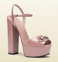 renkli sandaletler toptan satış-Renkli Yüksek platform Sandalet Feminino Patent deri yüksek topuklu Kayış Toka Açık ağızlı T Show Parti Bayanlar Gladyatörler