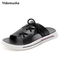 calzado casual de verano para hombre al por mayor-YIdemusha 2019 New Summer Men Flip Flop Beach para hombre Zapatillas Casual Oficina de Calidad Superior de Cuero de LA PU Calzado Masculino Zapatos de agua de mar