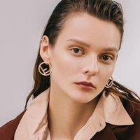 ingrosso orecchini di lettera d'amore dell'oro-Orecchino della lettera F del progettista delle donne Orecchino di metallo rotondo lettera orecchino regalo per amore fidanzata oro argento gioielli di moda