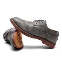 ingrosso stile coreano di vestito convenzionale-2019 New coreano casual scarpe con la suola di spessore in pelle uomini Oxford scarpe stile britannico retrò intagliato Bullock abito formale uomini C4