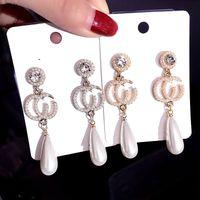 triángulo indio colgante al por mayor-925 pendientes de plata esterlina de la letra CC pendientes de perlas versátiles estilo retro Hepburn resistente a las alergias
