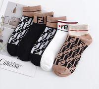 5adet çorap toptan satış-Aşıklar Adam Hediye kutusu Kısa tüp Çorap pamuk Saf renk Havalandırma Anti sürtünme Koku Giderme moda 5 adet Çorap Yeni stil
