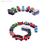 hölzerner magnetischer zugsatz großhandel-Wholesale-10pcs / lot magnetischer hölzerner Tomas und Freunde kleiner Zug spielt Eisenbahnsatz