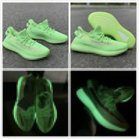 sapatas dos homens do verde escuro venda por atacado-Os mais recentes V2 Sapata Running brilham no escuro fluorescente Mens Verde Designer sapatilhas esportivas Womens confortável Trainers exterior Alta Qualidade
