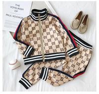 çocuklar moda eşofman toptan satış-Çocuklar Giysi Tasarımcısı Setleri Yeni Lüks Baskı Eşofman Moda Mektup Ceketler + Joggers Rahat Spor Stil Kazak Erkek Kız