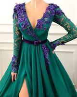 охотничьи зеленые платья выпускного вечера оптовых-Hunter Green Side Split 2019 Вечерние платья Арабский Дубай с длинным рукавом с V-образным вырезом и кружевами Пром платья из бисера Цветочное платье для вечеринки знаменитостей