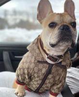 ropa para perros al por mayor-Bordado de ropa para mascotas Chaqueta Ley tendencia de la moda ropa de extinción de explosión camisa de perro chaquetas de ropa para perros ropa para mascotas suéter Collares