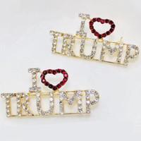 слово броши оптовых-Свободный DHL Уникальный горный хрусталь Письмо броши Красное сердце Письмо «I Love Трамп» Слова Pin Женщины Девушки пальто платье ювелирные изделия Рождественский подарок M538F