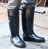 ropa de lluvia plástica al por mayor-Estilo de los zapatos de los hombres de lluvia Negro alta del frasco Mantenga caliente antideslizante Usar-resistencia Cemento emplazamiento de la obra plástica de agua Botas Jieyang