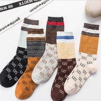 kızlar için yılbaşı çorapları toptan satış-Noel Günü Şeker Kadınlar Kaykay Çorap INS Stil Elastik Nefes Kadın Marka Çorap Kişilik Harf Tasarım Kızlar Çorap