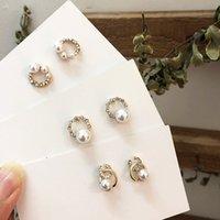 imitacion corea strass al por mayor-AOMU Corea Imitación Perla Cristal Pendientes de diamantes de imitación Metal Geométrico Pendiente redondo para mujer Joyería simple