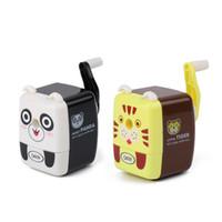 sacapuntas de animales al por mayor-55 * 50 * 70 mm Animal Panda en forma de hélice Sacapuntas Lápiz Máquina Manivela Cuchillo Escuela Oficina en el hogar