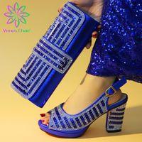 каблуки оптовых-Royal Blue Модные итальянские туфли с подходящей сумкой-клатчем Горячая африканская большая свадьба с сандалиями на высоком каблуке и набором сумок