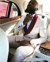 imágenes de traje de dos piezas al por mayor-Imágenes reales Marfil Esmoquin de boda de doble botonadura para el novio Chal rojo Solapa Dos piezas Trajes de hombres formales personalizados Hombres Traje de fiesta (chaqueta + pantalones)