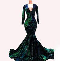 zümrüt yeşil parmak izi toptan satış-Uzun Kollu 2020 Pırıltılı Lüks Sequins Kış Parti Durum Balo Elbise ile Zümrüt Yeşil Kadife Denizkızı Akşam Resmi Modelleri